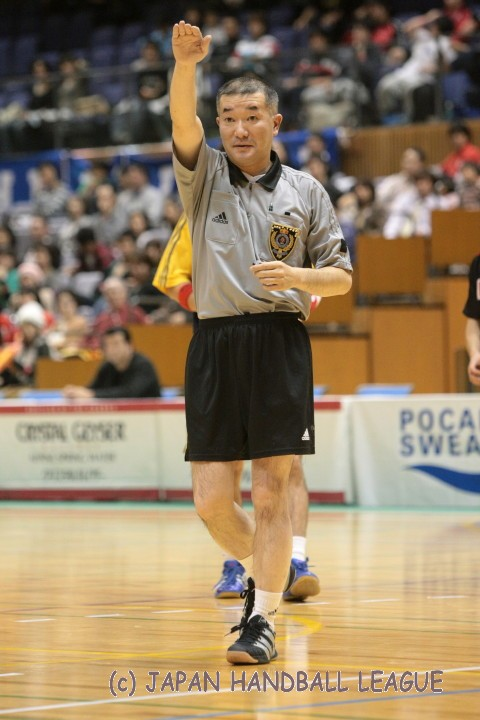 Referee Hisao Ogasawara