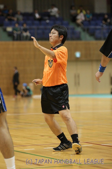 Referee Tomokazu Ikebuchi